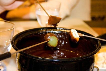 Fondue de chocolate viver em equilibrio - Fondue de chocolate ...